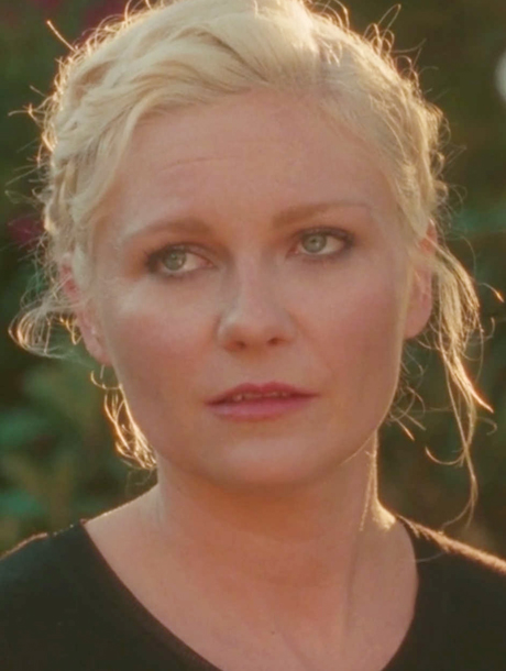 Aspirational, una desconcertada Kirsten Dunst | itfashion.com