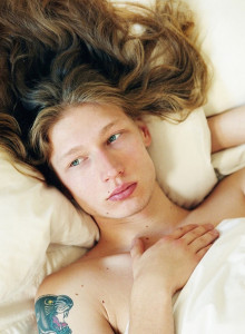 """Long Haired Boys in Bed"" de Barbara Anastacio 