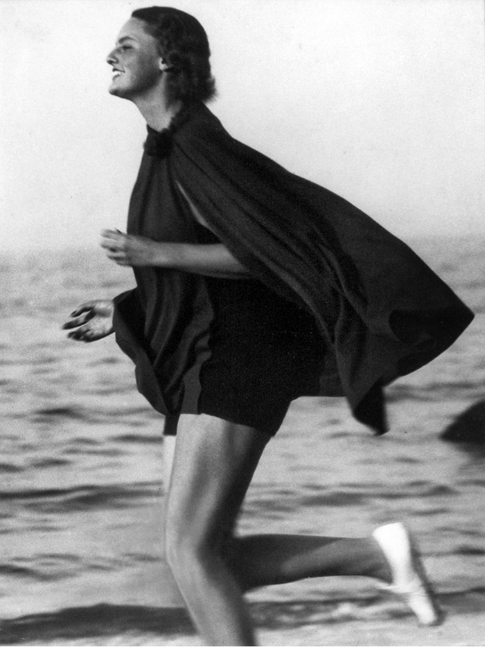 Lucile-Brokaw-on-Long-Island-Beach,-1933.--Martin-Munkacsi