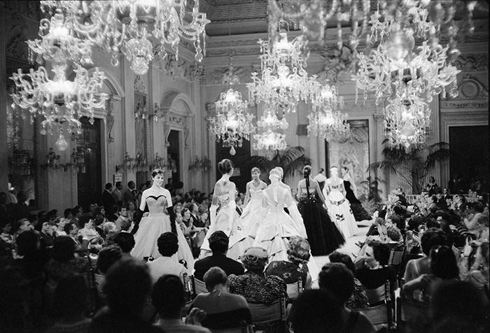 Archivio-Giorgini-fashion-show-in-Sala-Bianca,-1955.-Photo-by-G.M