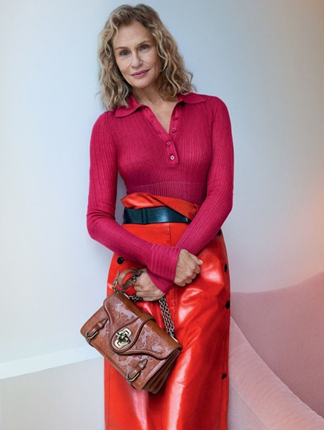 gallery-1483464953-hbz-lauren-hutton-bottega-veneta (cover)