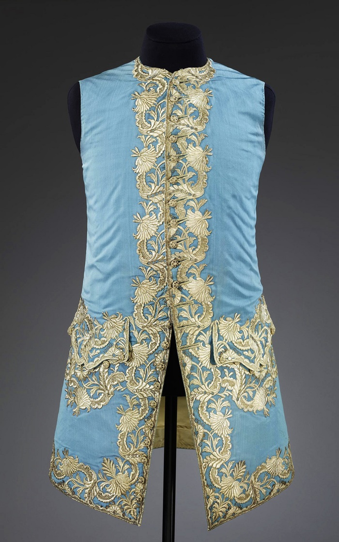 1740. British. Silk, linen and possibly horsehair, hand woven and hand sewn, silver. © Victoria and Albert Museum, London
