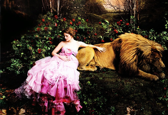 Drew Barrymore in Christian Lacroix Dress, photographed by Annie Leibovitz for Vogue, 2005 (1)