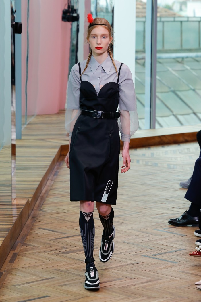 Prada-cruise-2018-fashion-show-the-impression-04